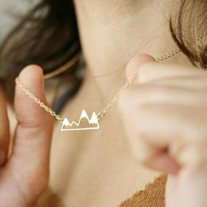 Jewelry - 🗻Dainty Gold Mountain Peak Necklace🗻